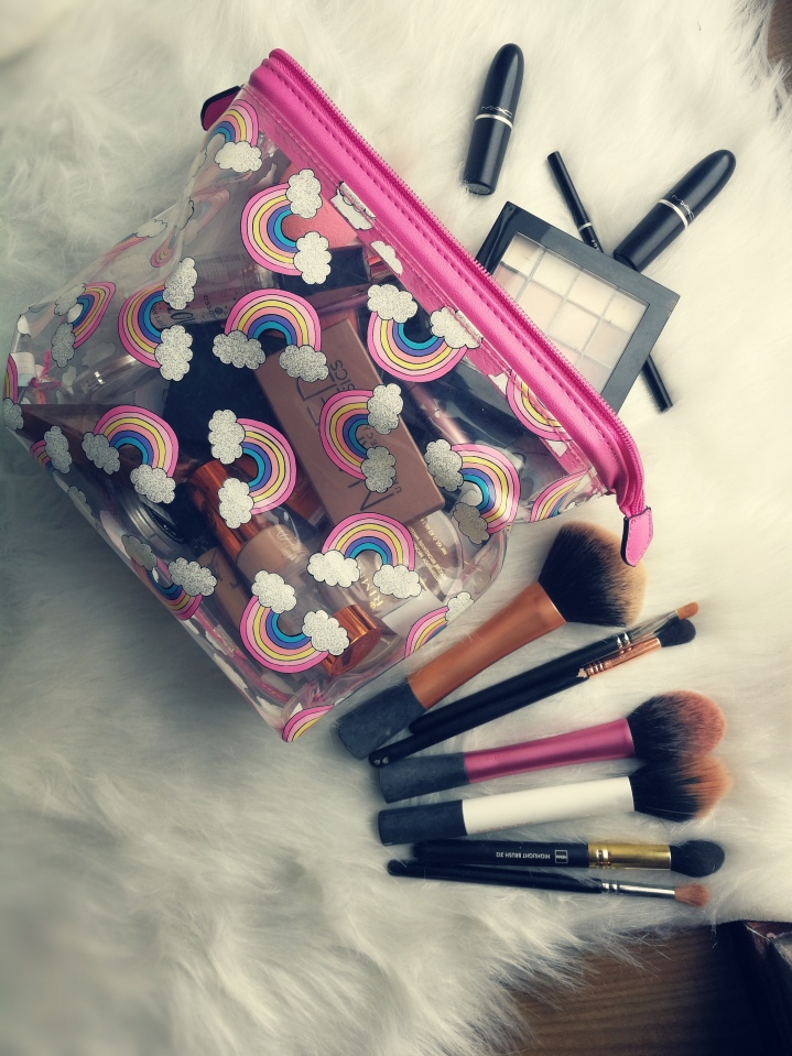 What´s In My Travel MakeupBag?