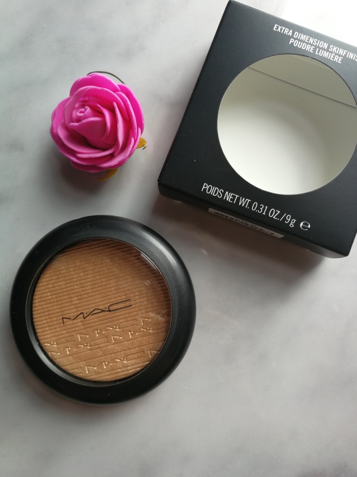 Review: MAC Wisper of Guilt Extra Dimension Skinfinish